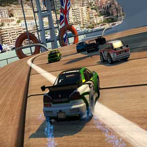 Aplastar enemigos en Table Top Racing World Tour